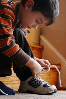 Here's How to Tie His Shoes Nicely! 4 Classic!